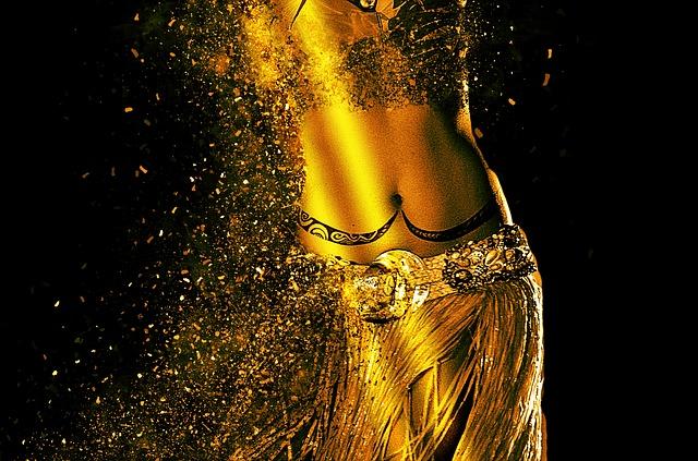 žena ve zlatě