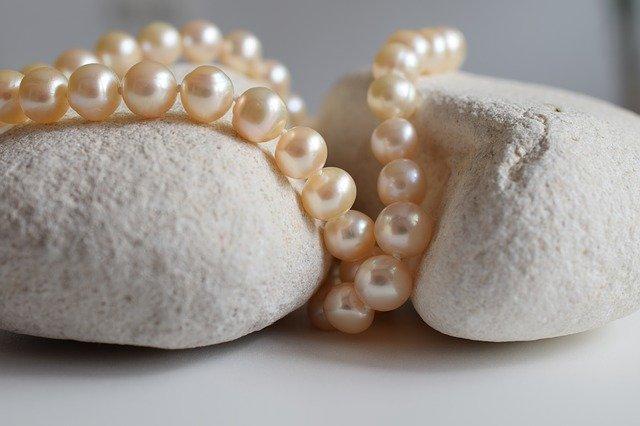 perly na kamenech.jpg