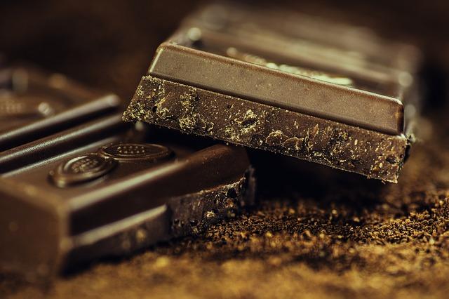 kousky tmavé čokolády.jpg