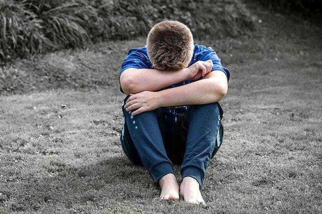 kluk na trávě